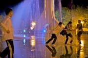 daveyan.com_tibet_fountain_dance2
